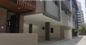 Palm Village, Makati – De Luxe Townhouse, Must See !
